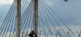 Grote groep mishandelt jongen op Twistvlietbrug