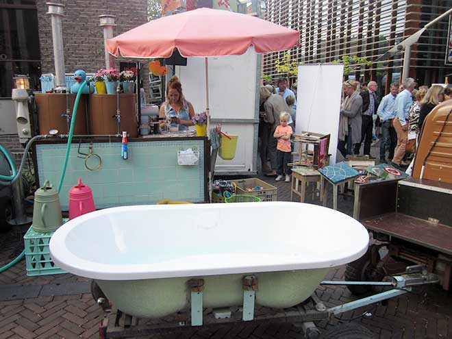 Een bad nemen hoort er tegenwoordig ook bij in de haute cuisine.