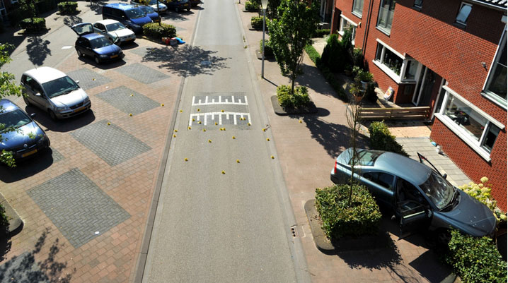 Het onderzoek in de Akkerbergstraat, na de liquidatie van Robert Voorhorst. Bron: politie.nl