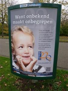 Evani op een poster om zijn ziekte onder de aandacht te brengen.