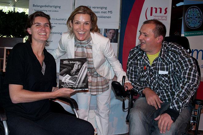 Esmiralda tijdens de presentatie van het boek MS Ontbloot.