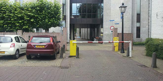 Parkeerplaats bij stadhuis Zwolle moet open in het weekend