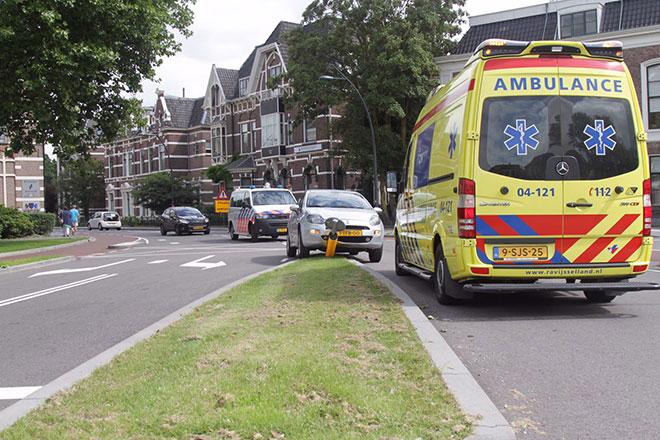 Ongeluk Emmawijk in Zwolle, bestuurder wordt onwel