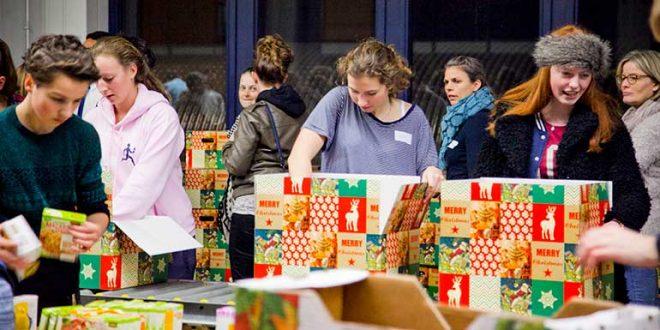 Kerstpakkettenactie vrijwilligers in Zwolle