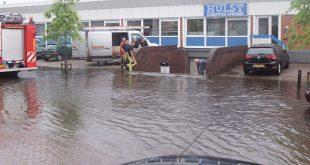 Regen zet straten in Zwolle blank