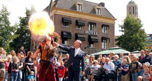 Vuurspuwende acrobaat opent kermis in Zwolle