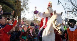 Zwolse kinderen genieten van intocht Sinterklaas
