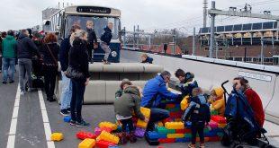 Busbrug opening in Zwolle