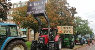 Protesterende boeren trekken Zwolle binnen