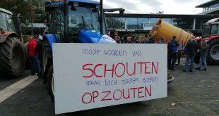 Boeren blokkeren distributiecentrum Albert Heijn in Zwolle