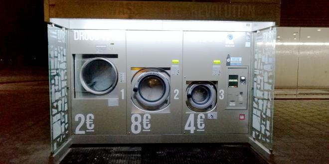 Wasmachines bij Esso Tankstation in Stadshagen