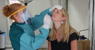 Tropenrooster bij corona testlocatie in Zwolle