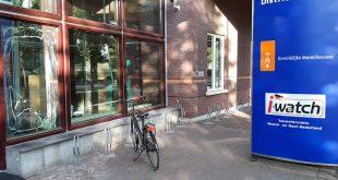 Man wilde per se bij politie Zwolle overnachten, en gooit daarom ruit in van Koninklijke Marechaussee