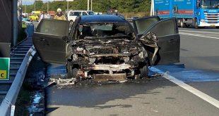 Auto van burgemeester brandt uit op A28
