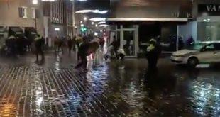 Agent in Zwolle tijdens rellen mishandeld, politie zoekt getuigen