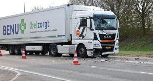 Ongeluk met vrachtwagen met medische spullen op IJsselallee