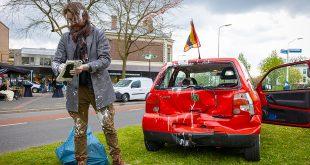 Ongeluk met vier voertuigen in Zwolle, net gekochte verf besmeurt bestuurder