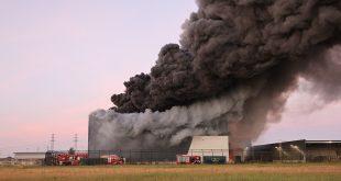Zeer grote brand in Zwolle, bij bedrijf dat plastic verwerkt